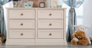 Our Imperio double dresser adds the perfect touch that is charming and functional. With its anti-tipping drawer system, it's the perfect addition for your little one's nursery.
