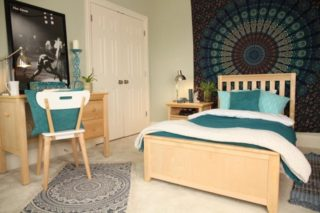 Natural Wood furniture warms up a room and lets color rule bedding and art for the walls.    #RoomsToGrow #Lifestyle #YouthFurniture #ShopRhodeIsland #Family  #Parenthood #TeenStyle #TeenageBedroom #HomeStyle #BedroomStyle #BedroomDecor #RoomDecor